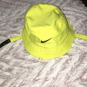 NIKE INFANT NEON HAT